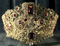 Bavarian Ruby and Spinel Parure of gold, diamonds, and rubies, worn by members of the Bavarian Royal Family, now resides in the Residenz, a museum that was once home to the Wittelsbach family.