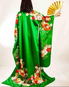 Hoy toca decorar con maravillosos kimonos orientales.