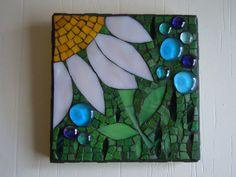 Daisy Mosaic Wall Hanging Lazy Daisy by cactuscountry on Etsy Mosaic Wall Art, Mosaic Glass, Mosaic Tiles, Glass Art, Mosaic Crafts, Mosaic Projects, Stained Glass Projects, Easy Mosaic, Sunflower Crafts