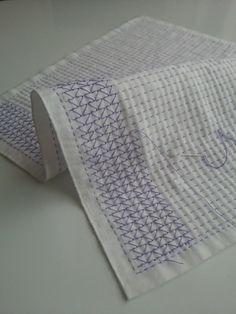 紫色の糸で刺している花ふきん。短手方向の並縫いが終わったので、糸を掛けていく作業に入っています。イメージする藤紋様ができるか心配でしたが、どうでしょう。そ...