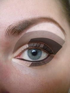 Eye shadow application map, this makes it easy for those who aren't sure how to do a smokey eye or just nice blending of colors.