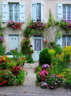 The House of Flowers Vezelay, France. Be sure to notice the beautiful window boxes on 3 upper windows! Beautiful Gardens, Beautiful Homes, Beautiful Places, Outdoor Spaces, Outdoor Living, Window Boxes, Dream Garden, Land Scape, Garden Inspiration