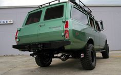 Weekend Edition – A Modified 1974 International Travelall, just to make you drool! International Travelall, International Harvester Truck, International Scout, Station Wagon, Cool Trucks, Cool Cars, Car Monogram, Tactical Truck, Goodyear Wrangler
