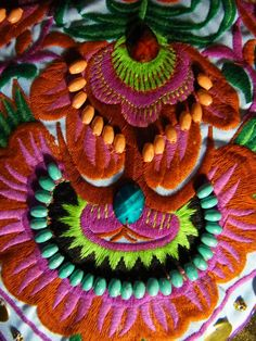 Beautiful Embroidery - maybe work onto a beautiful big cushion for mums new house? Hand Embroidery Stitches, Crewel Embroidery, Ribbon Embroidery, Embroidery Patterns, Bordados E Cia, Textiles, Art Textile, Fabric Art, Needlework