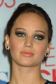 Jennifer Lawrence!  We love her eye make-up!