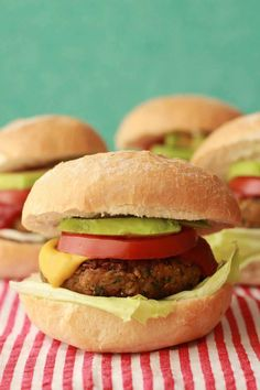 he easiest vegan chickpea burgers! Deliciously savory, crispy on the outside, soft on the inside, packed with flavor and veggie burger goodness. Vegan Chickpea Burger, Vegan Burgers, Vegan Vegetarian, Vegetarian Recipes, Healthy Recipes, Meatless Burgers, Vegetarian Sandwiches, Cold Sandwiches, Sandwich Recipes