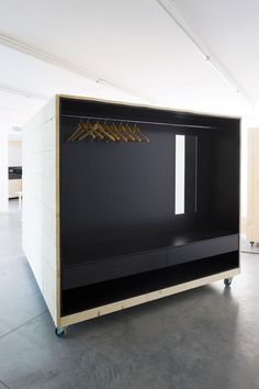 a f a s i a: Harry Thaler.. smaller version of this as a closet with office and shelves on other side