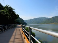 All Korea's major rivers have designated bike paths following alongside them meaning the country is awesome for long cycle trips! This is the Nakdong river.