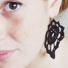 Make nice crochet earrings perfect for every season: pattern and step by step photo tutorial (in italian)