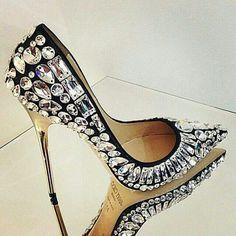 ✨ Glamour  #granfinachic #sapatos #shoes #black #scarpin #sapatosfemininos #womenshoes #shoestagram  #shoestyle #shoesfashion #shoeslover #shoesoftheday #shoesaddict #shoesaholic #shoesforlove #instalike #instagram #instashoes #instasapatos #loucaporsapatos #amosapatos #saltoalto #highheels