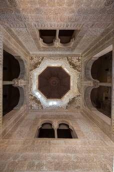 Torre de la Infantas. Alhambra de Granada Islamic Architecture, Beautiful Architecture, Beautiful Buildings, Alhambra Spain, Granada Spain, Riad Rabat, Arabesque, Great Places To Travel, Spain And Portugal