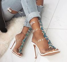 vixzenx vintage, bitchy-but-elegant: ✨pretty things ✨ 💙💙 Stiletto Heels, High Heels, Shoes Heels, Heels Outfits, Cute Shoes, Me Too Shoes, Gorgeous Heels, Pumps, Look Chic