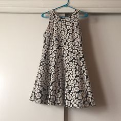 Black and white print sleeveless dress So cute!!! Fitted around bust and flowy throughout. Size medium but fits like a small. From small boutique in Buenos Aires, Argentina. Only worn once and in perfect condition!! Accepting all reasonable offers but no trades! Boutique Dresses Mini