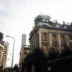 MILANO | CityLife | Il Dritto (Isozaki) 207m | Lo Storto (Hadid) 175m | Il Curvo…