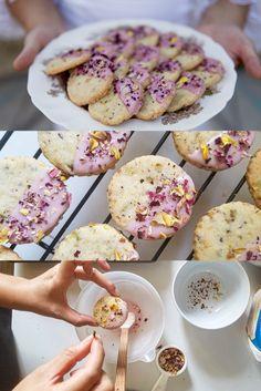 Tea Recipes, Baking Recipes, Cookie Recipes, Dessert Recipes, Flower Sugar Cookies, Rose Cookies, Pistachio Cookies, Shortbread Cookies, Granulated Sugar