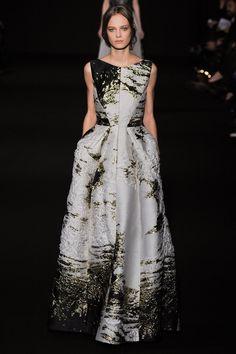 Black, white and gold sleeveless dress. Alberta Ferretti, RTW Autumn / Winter 2014 - 2015. Photo: InDigital