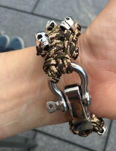 Paracord Armband mit Totenköpfen Verschluss