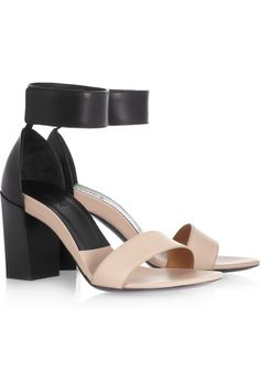 Block heels are hot this summer! The nude/black color combo makes this Chloé leather sandals easy to wear.
