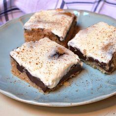 Báječná buchta s pudingem a zakysanou smetanou Pie, Bread, Food, Sweet, Torte, Candy, Cake, Fruit Cakes, Brot
