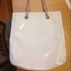Michael Kors bag White with gold interior, great condition ! Michael Kors Bags Shoulder Bags