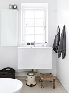 i like the beige tiles / white rendered wall combo
