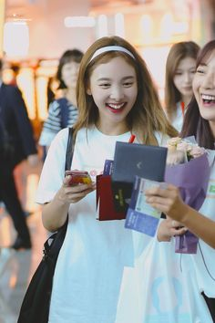 South Korean Girls, Korean Girl Groups, Nayeon Twice, Im Nayeon, September 22, One In A Million, Twitter, Happy Day, Korean Singer