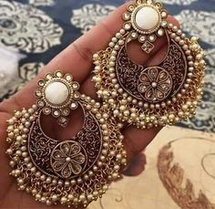 Tips On Giving Jewelry That They Will Love – Modern Jewelry Indian Jewelry Earrings, Jewelry Design Earrings, Indian Wedding Jewelry, India Jewelry, Designer Earrings, Bridal Jewelry, Jewelery, Temple Jewellery, Gold Jewellery