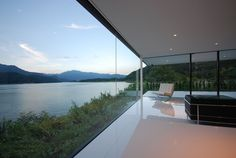 lakeside Japan / Shinichi Ogawa and Associates