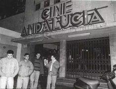 Fotos Antiguas de Cadiz | Cádiz España San Antonio, Cadiz, Movie Theater, In Hollywood, Broadway Shows, Cinema, Portal, Bridges, Antique Photos