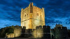 Um noturno da Torre de menagem do Castelo de Bragança