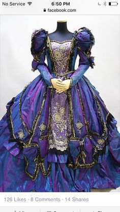 This is a very evil queen sequel type costume. Old Dresses, Pretty Dresses, Vintage Gowns, Vintage Outfits, Vintage Clothing, Beautiful Gowns, Beautiful Outfits, Costume Original, Victorian Fashion