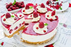 "Cream cheese fans beware: Here comes a creamy ""no-bake cake"" with a fruity raspberry layer in the middle. Chilled from the fridge a dream! The post Philadelphia raspberry cake appeared first on Win Dessert. Easy Cookie Recipes, Baking Recipes, Cheesecake Classique, No Bake Desserts, Dessert Recipes, Recipes Dinner, Pasta Recipes, Crockpot Recipes, Soup Recipes"