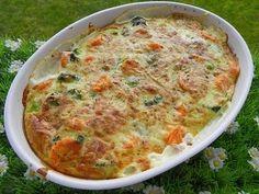 Ingrédients: 280 g de bouquets de brocolis 180 g de carottes 900 g d'eau 250 g de crème liquide légère 2 œufs 1 cube de basilic 80 g de fromage râpé sel poivre Préparation : Éplucher les carottes, les couper les en rondelles et couper le brocoli en bouquets...