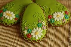 Love this shade of green! Basic Cookies, No Egg Cookies, Fancy Cookies, Iced Cookies, Easter Cookies, Cupcake Cookies, Cupcakes, Flower Sugar Cookies, Sugar Cookie Royal Icing