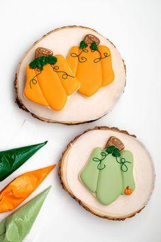 #thebearfootbaker #royalicingtransfers #royalicingleaves #candydecorations #edibleleaves #cookiedecorating #decoratedsugarcookies #cookiedecoratingtutorial  #sugarcookiedecorating #edibleart #cookielove #sugarcookietutorial #decoratedcookies #sugarcookies #cookies #royalicing #cookieart #foodcrafting #cookiecrafting #cookietutorial #royalicingcookie #Cookies #thebearfootbaker #pumpkincookies #shiftcutters #housecookies Fall Cookies, Pumpkin Cookies, Gingerbread Cookies, Christmas Cookies, Cute Pumpkin, Little Pumpkin, Royal Icing Cookies, Sugar Cookies, Cookie Countess
