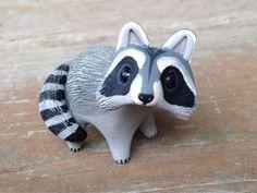 Raccoon: Handmade miniature polymer clay animal por AnimalitoClay