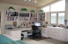An organized woman! Carol Taylor's art/quilt studio/office area. Would love to have the whole computer area distinct from sewing area like this.