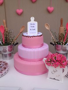 Decoração chá de panela | Rosa e branco Kitchen Shower Decorations, Diy Wedding, Rustic Wedding, Wedding Ideas, Bolo Fake, Fake Cake, Cinderella Party, Marry Me, Party Time