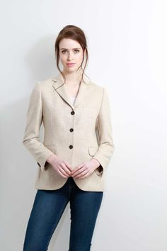 100% Cashmere Blazer in Johnstons of Elgin Cloth. Contemporary classics from Johnstons of Elgin. Stylish tailoring in woven cloths that reflect Johnstons of Elgin's Scottish heritage and history. Drawing inspiration from the natural hues of a Scottish landscape - from our glens, lochs and mountains - this collection provides effortless style in timeless pieces. Woven in Elgin, Scotland Fully lined Contemporary fit for a more streamlined silhouette