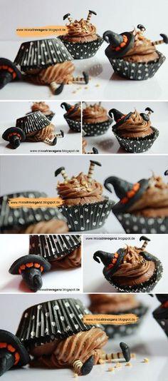 Hier findet ihr 12 gruselig-gute Halloween Snacks für Kinder. Damit wird die Halloweenparty zum echten Erlebnis.