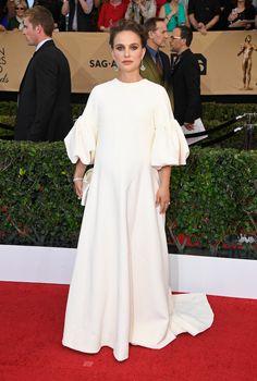 Natalie Portman on the red carpet at the 2017 SAG Awards