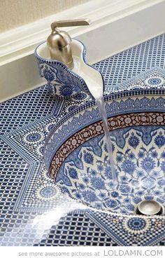 Classy persian sink   I SO SO SO SO SO SO SO WANT THIS <3