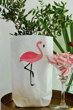 Bild: Viele Ideen für eine Flamingoparty in gold und pink mit Deko, Rezepten für Partyfood und einfachen DIY's, gefunden auf Partystories.de Flamingo Party, Pink, Gold, Creative Ideas, Decorating Ideas, Kids House, Garden Parties, Wrapping Gifts, Simple Diy