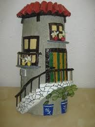 tejas decoradas - Buscar con Google Clay Flower Pots, Roof Tiles, Terracotta, Bookcase, Sculptures, Sweet Home, Pottery, Ceramics, House