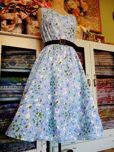 dress from a vintage sheet from Naughty Shorts! Vintage Sheets, Vintage Fabrics, Vintage Sewing, Vintage Linen, Pretty Outfits, Cute Outfits, Pretty Clothes, Diy Dress, Dress Outfits
