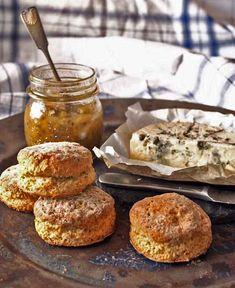 Blonditiina testasi: Buttermilk biscuits eli piimäskonssit