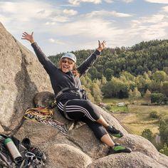 Yes! I did it. My first moutain climb what so ever!  Min första bergsklättring någonsin på Ävja som är 30 meter högt. Lätt var det inte men jag klarade det till slut. Kul var det och utsikten är fantastisk.  #evja #ävja #bergsklättring #premiär #nature #beautifulplace  #beautifulscenery #view #joy #mountaineering #mountainclimb
