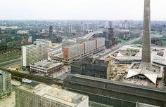 Geschäftshaus Rathausstraße (Rathauspassagen) und der Sockelbebauung des Berliner Fernsehturms