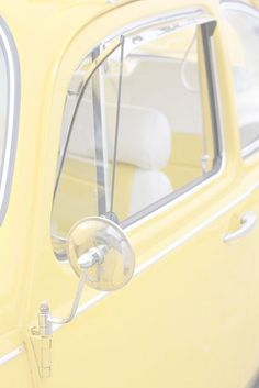 ❁ Soft Yellow ❁ Pale Yellow ❁ Pastel Yellow ❁ Light Yellow ❁ Lemon ❁ Vintage Car color for a nursery Fiat 500, Jaune Orange, Vw Vintage, Vintage Yellow, Yellow Submarine, Yellow Car, Color Yellow, Yellow Walls, Yellow Doors
