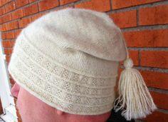 Lappone: twined knitting / tvåändsstickning Hand Spinning, Gant, Bonnet, Hat Patterns, Knitting Patterns, Twine, Knitted Hats, Winter Hats, Shawl
